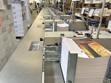 Der für die Klebebindung verwendete Leim erfüllt die Richtlinien des Blauen Engel und ist ein zertifizierter Bestandteil des Printproduktes.